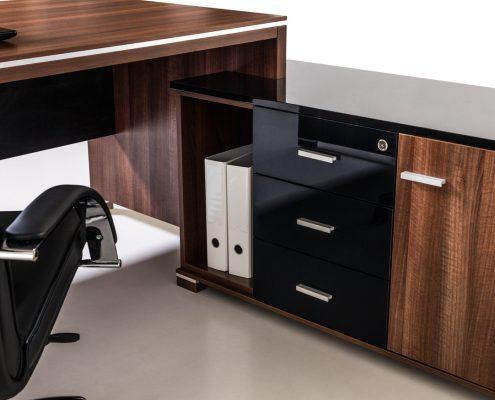 ciemne biurko narożne