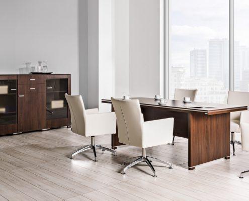 meble biurowe w kolorze ciemnego drewna