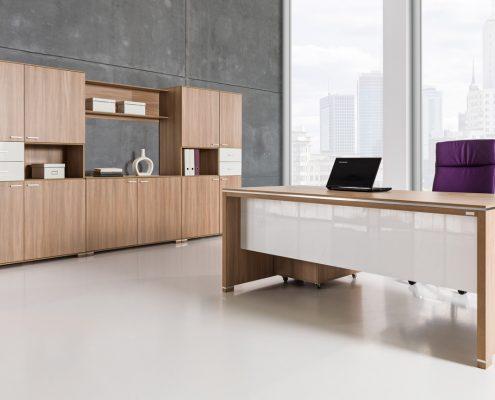 komplet drewnianych mebli biurowych