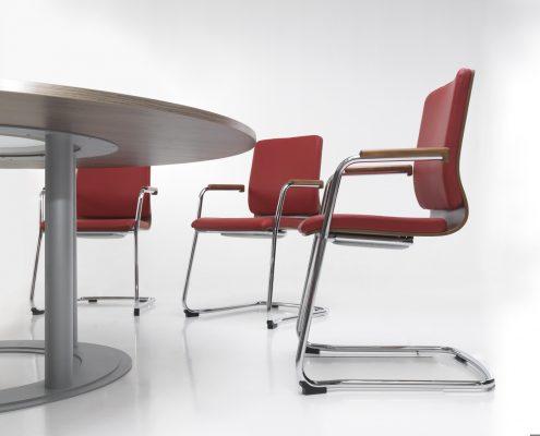 czerwone_krzesla_biurowe